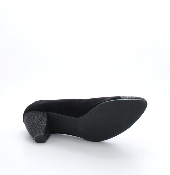 Friis & Company - Libi Black