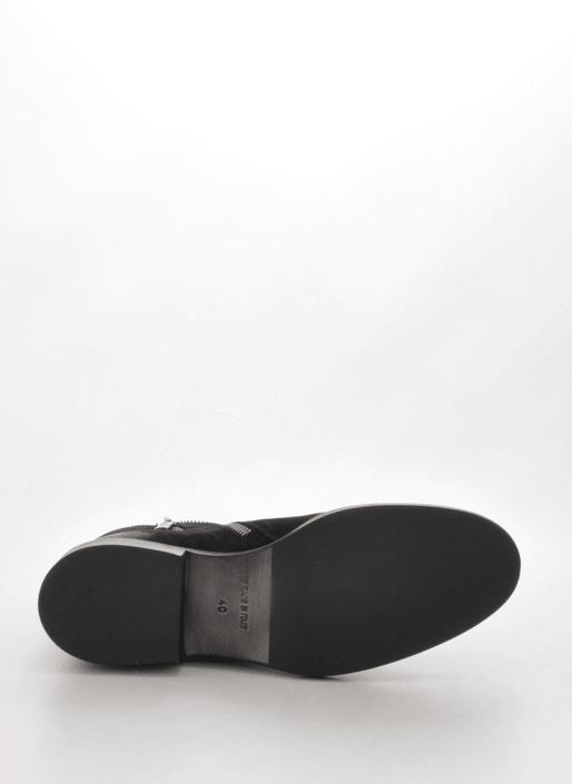A Pair - 7440 Black